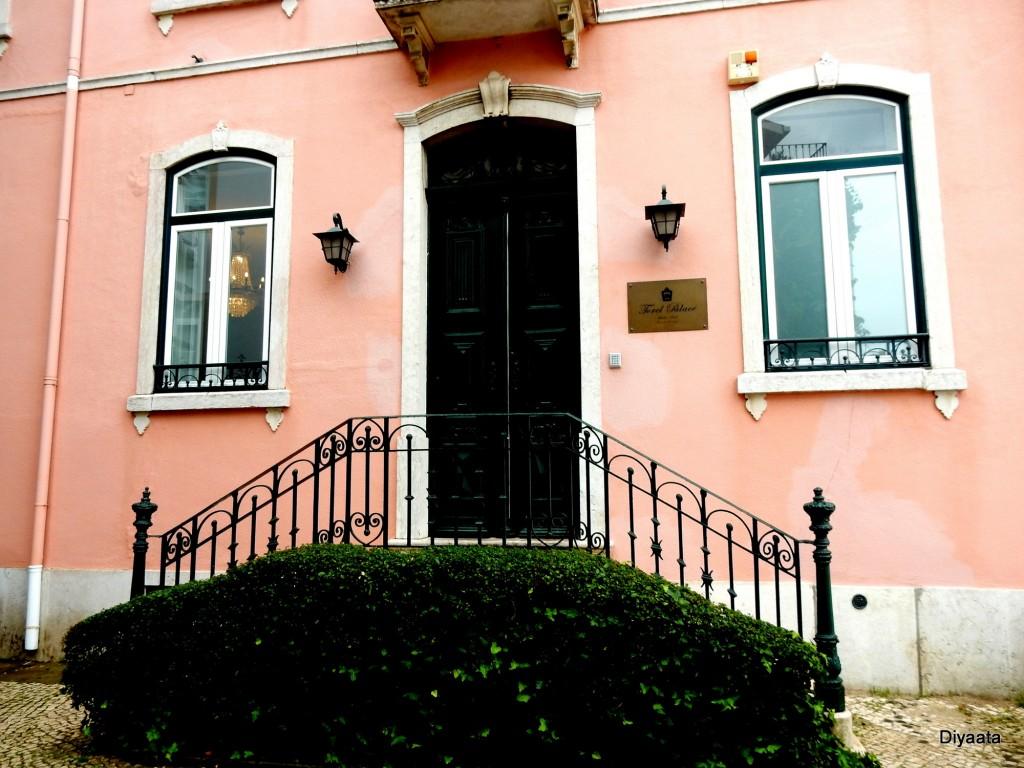 De roze toren in Torel Palace